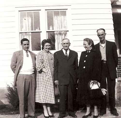 L-R - Willie Taylor - Nettie Bentley - Otho Bentley Sr - Stella Bentley and Oscar Salyer