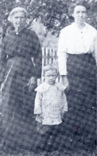 L-R- Matilda Frances Reynolds, Frank Edward Holcomb and Maryland Wright Holcomb